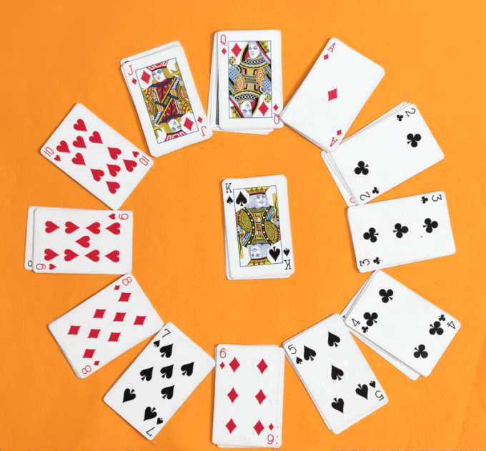 Card with the King in the middle of a circle